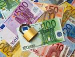 Schloss liegt auf einer Vielzahl Euro-Noten